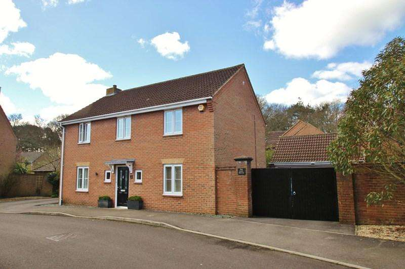 4 Bedrooms Detached House for sale in Kiln Way, Verwood