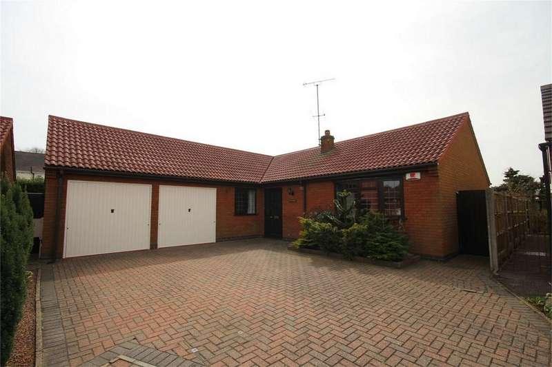 3 Bedrooms Detached Bungalow for sale in Cavalier Close, NUNEATON, Warwickshire