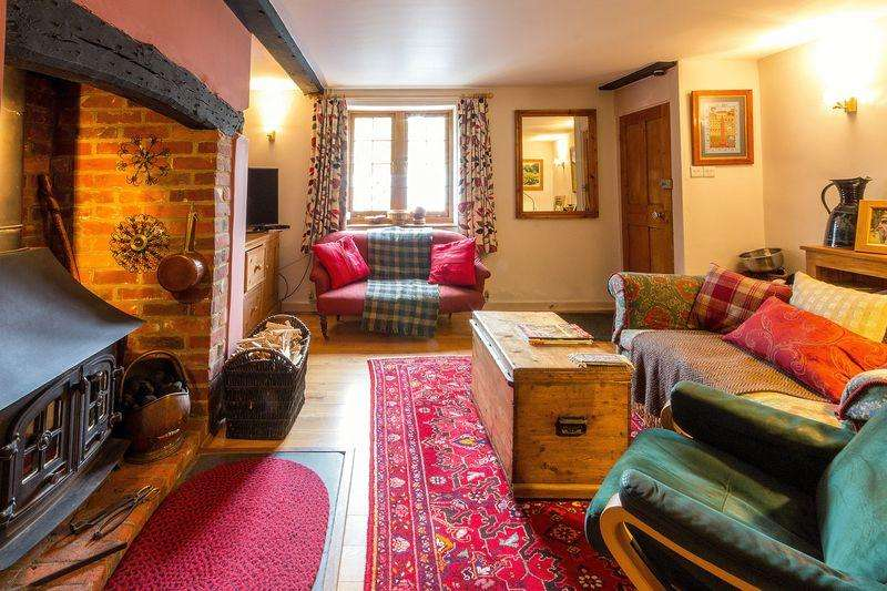 3 Bedrooms Terraced House for sale in 3 The Street, Swingfield