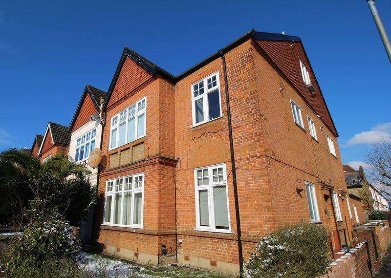 1 Bedroom Apartment Flat for sale in Upper Tooting Park, Balham, SW17