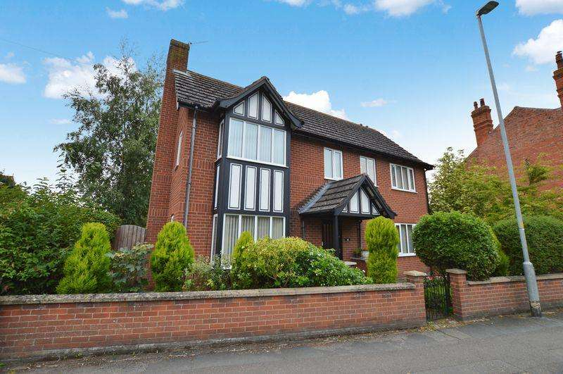 4 Bedrooms Detached House for sale in Tudor House, Tattershall Road, Woodhall Spa