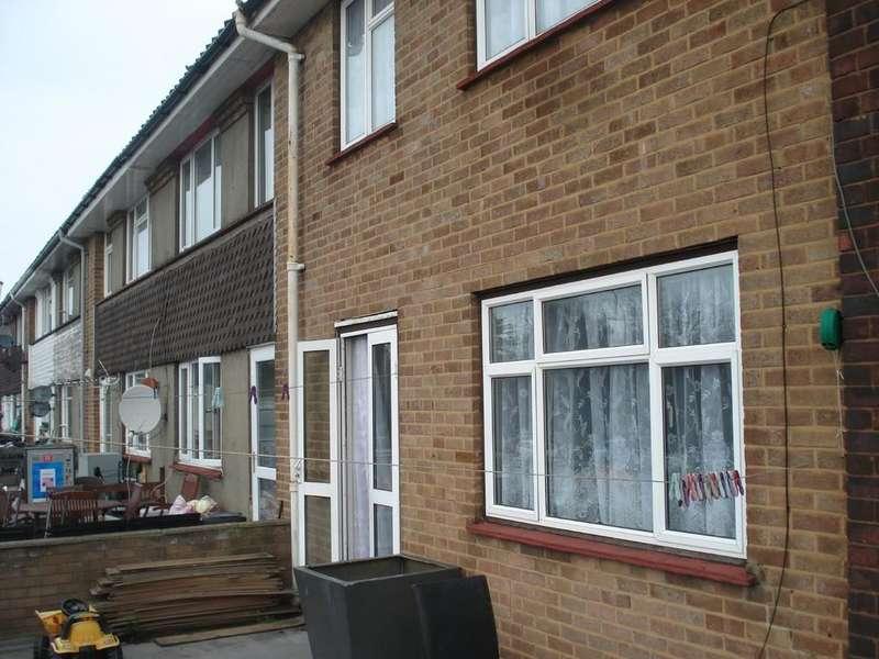 3 Bedrooms Maisonette Flat for sale in Cross Street, Erith, DA8