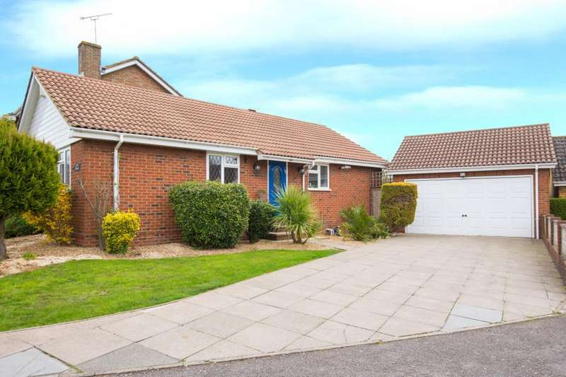 3 Bedrooms Detached Bungalow for sale in Doverfield, Goffs Oak, Waltham Cross, Hertfordshire
