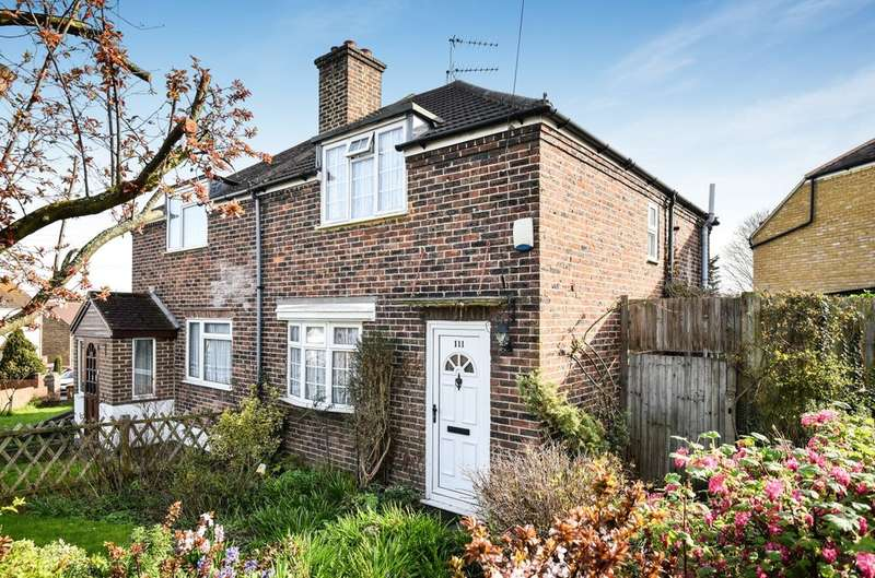 2 Bedrooms Semi Detached House for sale in Green Walk, Crayford