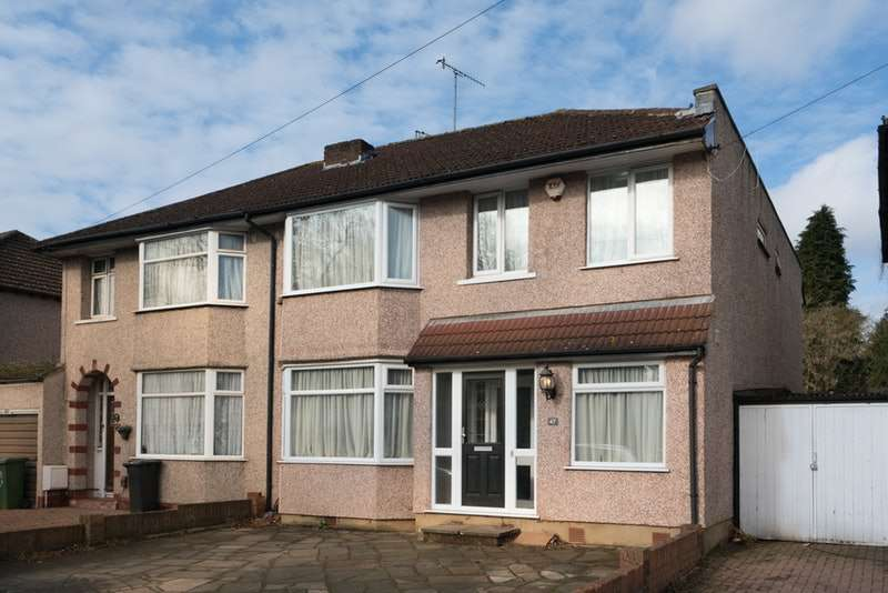 4 Bedrooms Semi Detached House for sale in Westlea Avenue, Watford, Hertfordshire, WD25