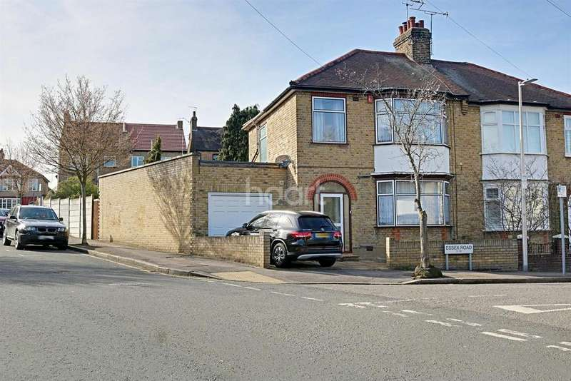 3 Bedrooms Semi Detached House for sale in Essex Road , South Woodford