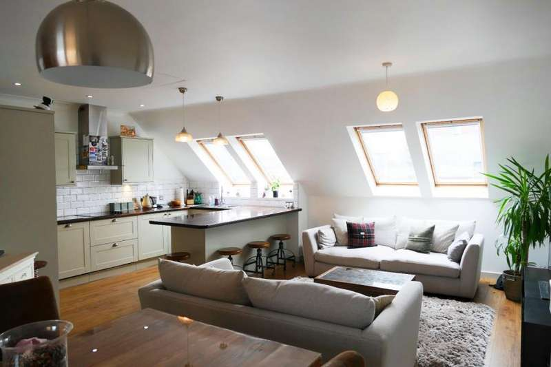 3 Bedrooms Duplex Flat for sale in TURLOW COURT, NEPTUNE STREET, LEEDS, LS9 8PA
