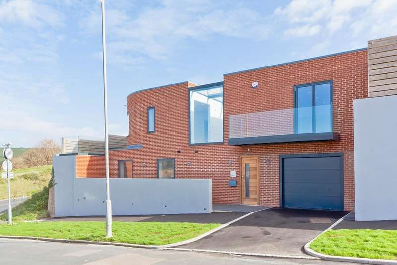 4 Bedrooms Detached House for sale in Cliff Approach, Brighton, BN2