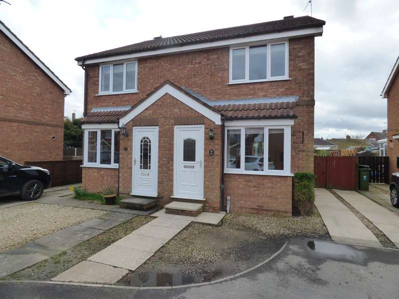 2 Bedrooms Semi Detached House for sale in Bramble Garth, Beverley, HU17 9UL