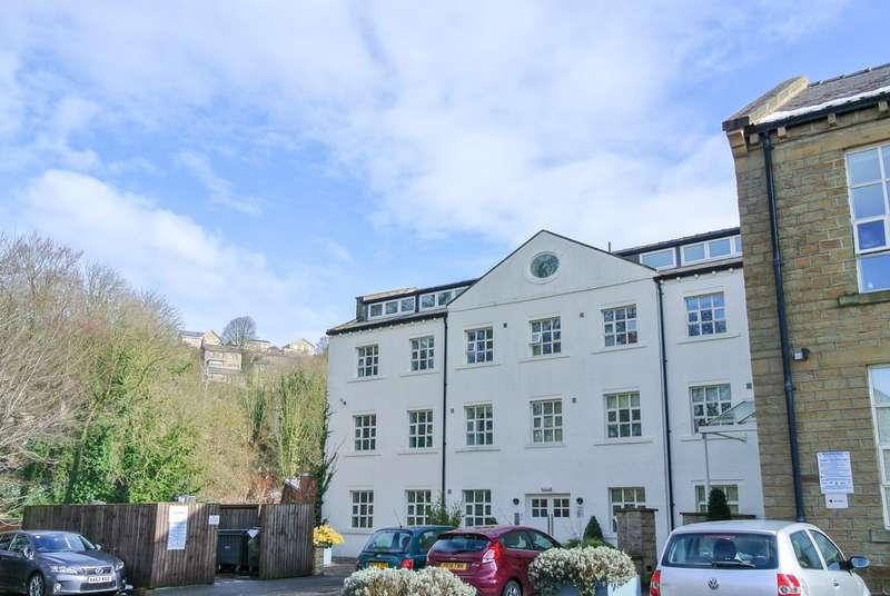 1 Bedroom Apartment Flat for sale in The Park, Kirkburton, Huddersfield, HD8