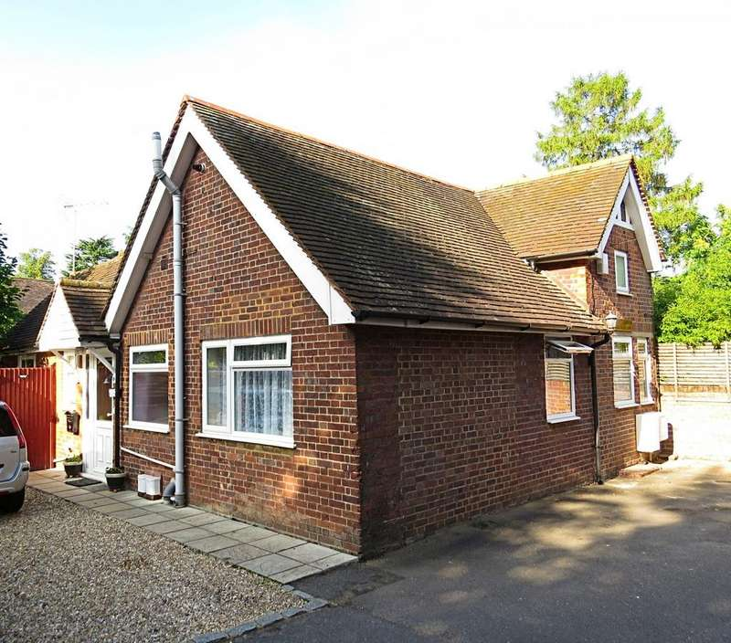 3 Bedrooms House for rent in Institute Road, Marlow, SL7 1BL