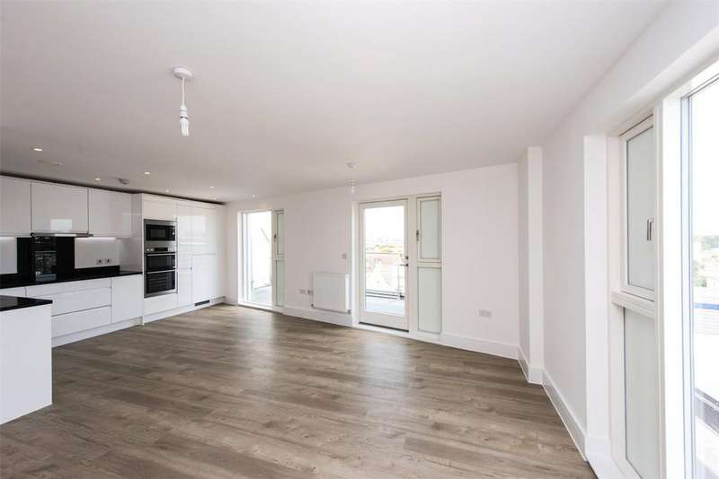 2 Bedrooms Flat for sale in Coast, Beacon Road, Bournemouth, BH2