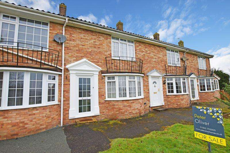 2 Bedrooms Terraced House for sale in The Dene, Uckfield, TN22
