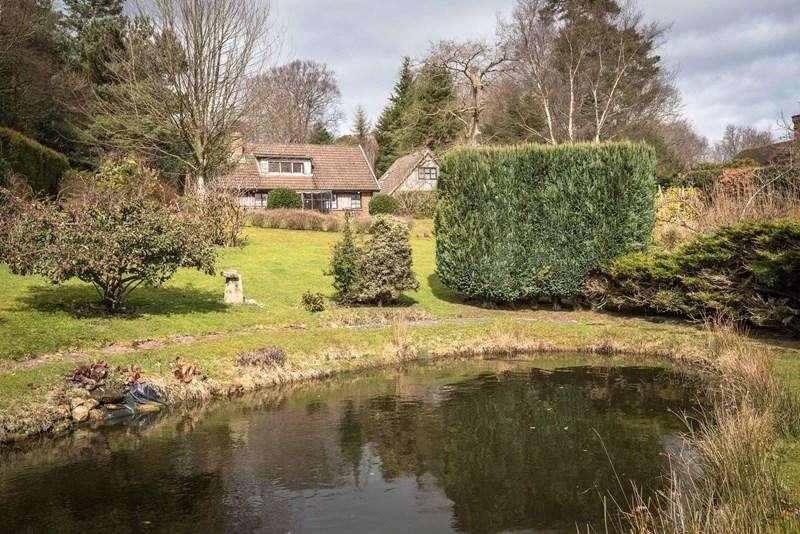 4 Bedrooms Detached House for sale in Cross In Hand, Heathfield
