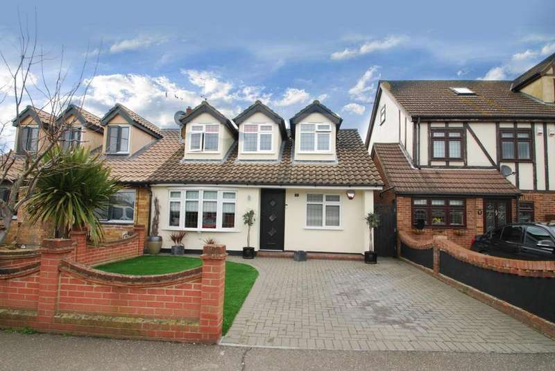 4 Bedrooms Chalet House for sale in Thorn Lane, Rainham, Essex, RM13