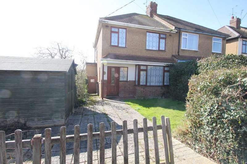3 Bedrooms Semi Detached House for sale in Tudor Way, Hockley