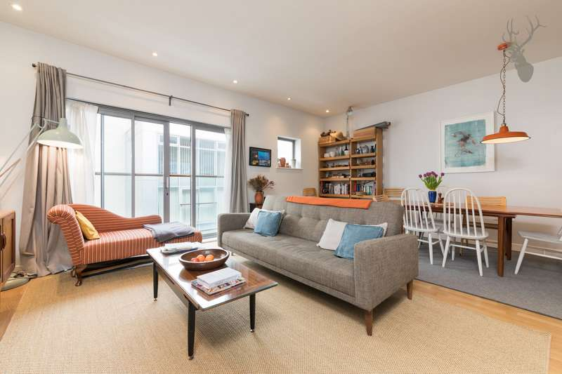 2 Bedrooms Apartment Flat for sale in Justines Place, Palmers Road, Bethnal Green, E2