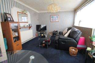 2 Bedrooms Maisonette Flat for sale in Crouch Close, Beckenham, .