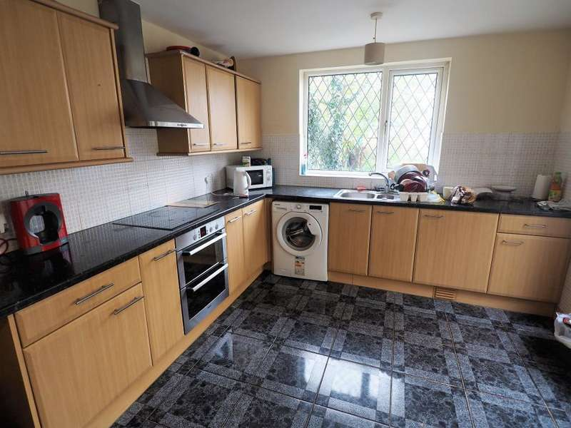 3 Bedrooms Terraced House for sale in St Matthew Street, Hull, HU3 2UB