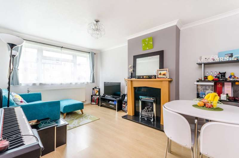 2 Bedrooms Flat for sale in Blyth Road, Bromley, BR1