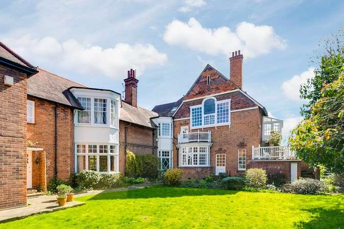 3 Bedrooms Flat for sale in Kara Lodge, Newton Grove, Chiswick