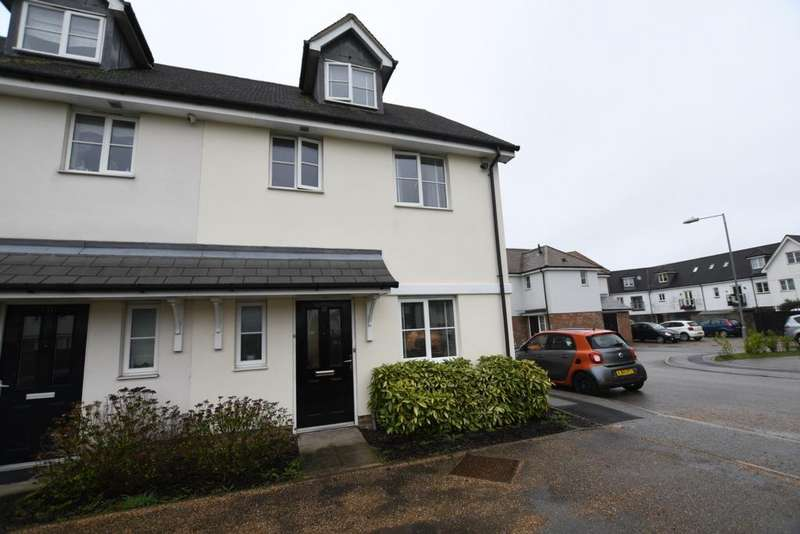 3 Bedrooms Semi Detached House for sale in Waltermead Close, Ongar, CM5