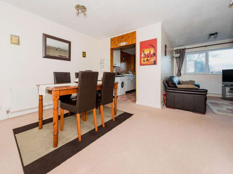 2 Bedrooms Flat for sale in Woodcote Road, South Wallington