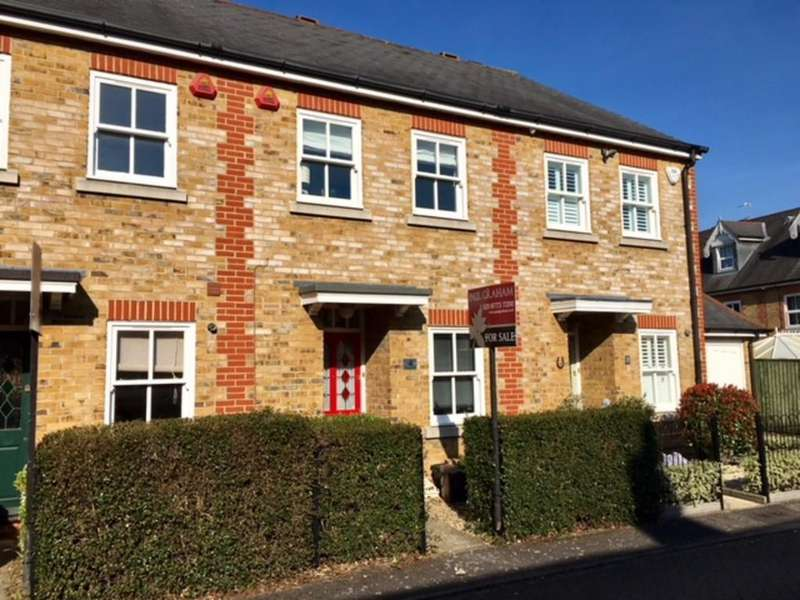 2 Bedrooms Terraced House for sale in Gurney Road, Carshalton