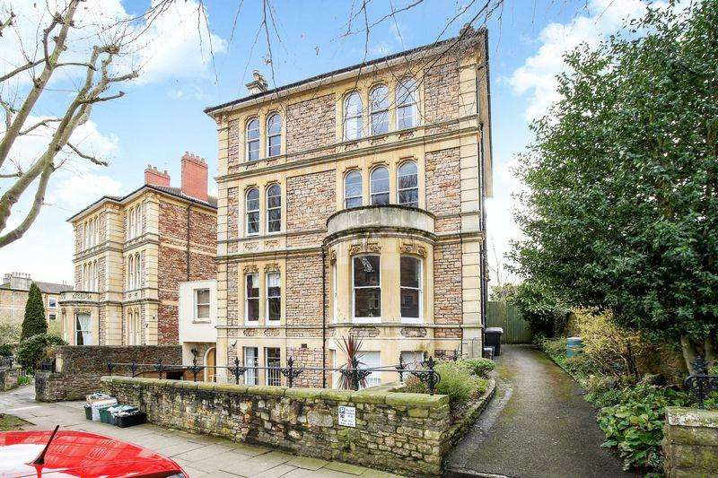 2 Bedrooms Flat for sale in St Johns Road, Bristol
