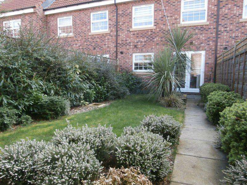 4 Bedrooms Town House for sale in Cleminson Gardens, Cottingham