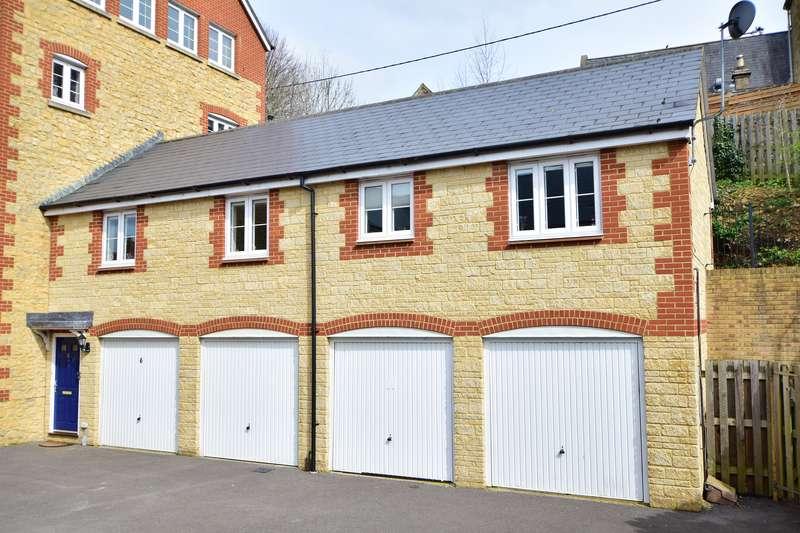 2 Bedrooms Property for sale in Milborne Port, Somerset