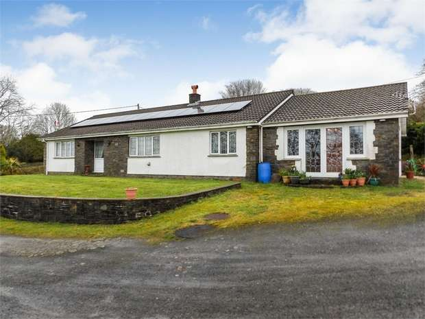 3 Bedrooms Detached Bungalow for sale in Argoed Road, Ammanford, Carmarthenshire