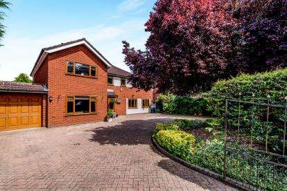 5 Bedrooms Detached House for sale in London Road, Biggleswade, Bedfordshire, .