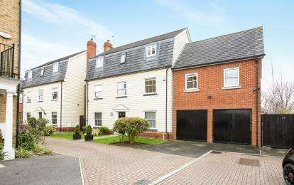 5 Bedrooms Detached House for sale in Rise Park, Romford, Essex
