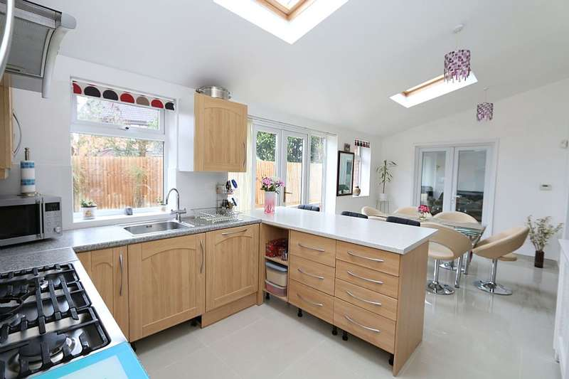 4 Bedrooms Detached House for sale in Walnut Tree, MILTON KEYNES, Buckinghamshire, MK7