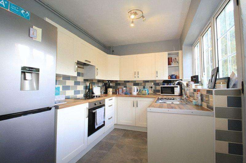 2 Bedrooms Terraced House for sale in Ewhurst Road, Cranleigh