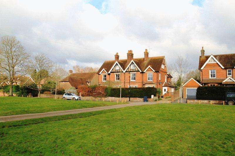 3 Bedrooms Apartment Flat for sale in The Common, Cranleigh