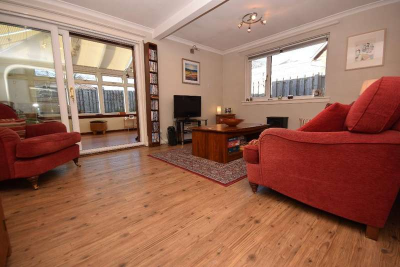 4 Bedrooms Semi Detached House for sale in Newmains Road, Kirkliston, Edinburgh , EH29 9AW