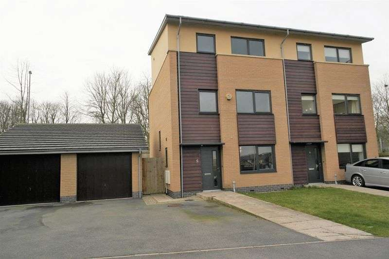 4 Bedrooms Property for sale in  Northridge Mews, Halton Brook