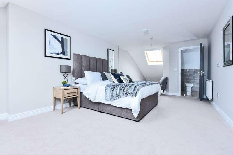 4 Bedrooms Semi Detached House for sale in Albert Road, Kingston