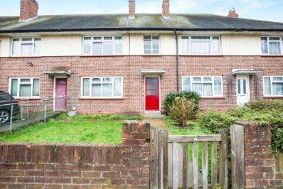 2 Bedrooms Flat for sale in Mawneys, Romford