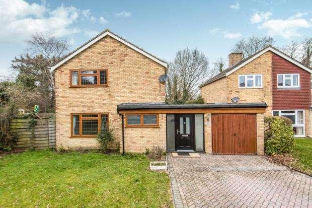 4 Bedrooms Link Detached House for sale in Guildford, Surrey