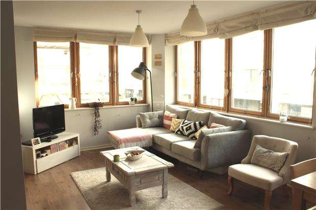 2 Bedrooms Flat for sale in Quay Point, Lime Kiln Road, BRISTOL, BS1 5AD
