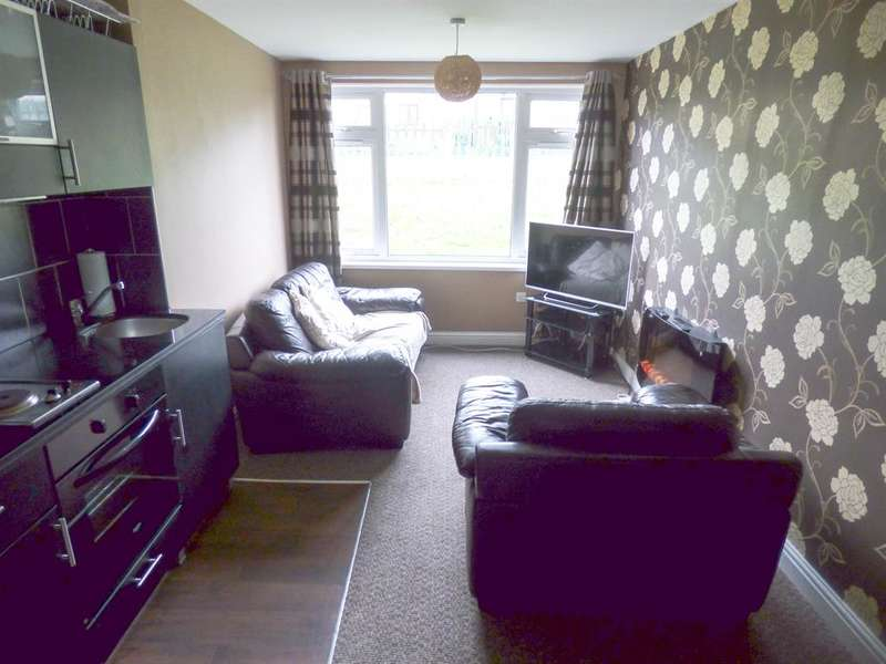 2 Bedrooms Apartment Flat for sale in Cumberland Close, Halifax, HX2 8NF