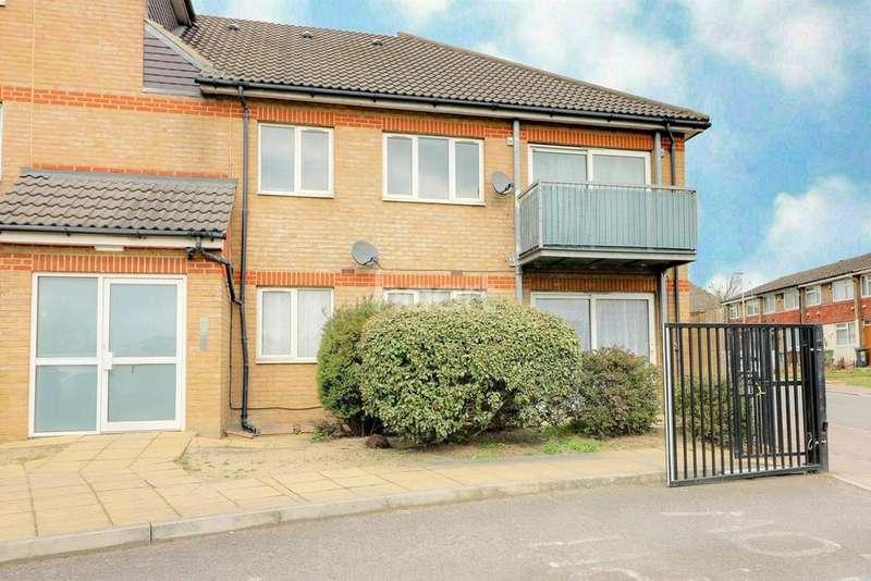 2 Bedrooms Flat for sale in Castle House, Castle Road, Dagenham