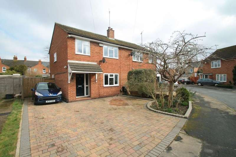3 Bedrooms Semi Detached House for sale in Leyfield Road, Aylesbury
