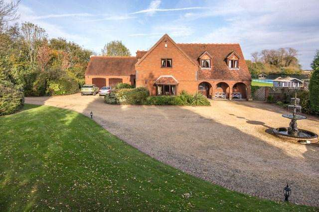 5 Bedrooms Detached House for sale in Little Aston/Footherley Sutton Coldfield/Lichfield Border