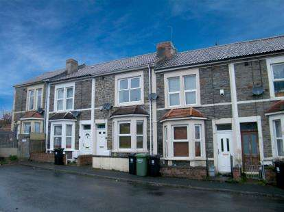 2 Bedrooms Terraced House for sale in Kennington Avenue, Kingswood, Bristol, Somerset