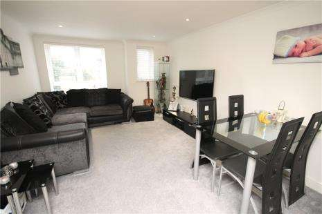 2 Bedrooms Flat for sale in Century House, 98-100 High Street