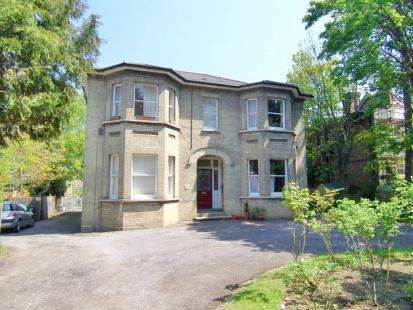 1 Bedroom Flat for sale in College Road, Epsom